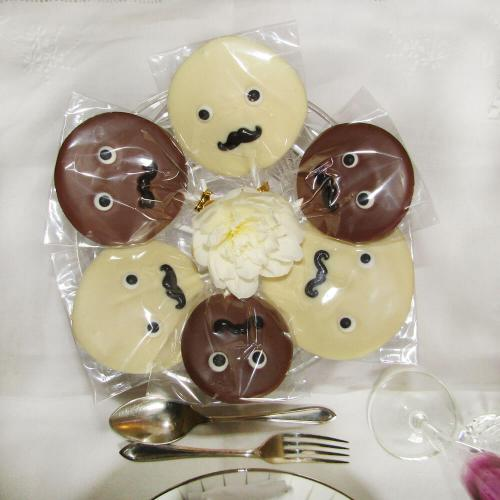 novelty-chocolate-centrepiece-faces-dinner-party-bespoke-chocolate-somerset-popachoc
